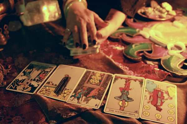 tarot-card-readings-600x400